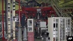 中国四川成都一个试验室一个试验性核巨变反应堆(资料照片)