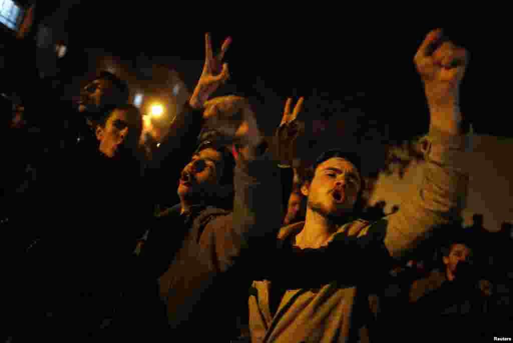Cumhuriyyət Xalq Partiyasını dəstəkləyənlər hökumətə qarşı şüarlar səsləndirir - Ankara, 31 mart, 2014