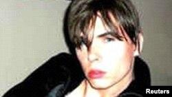 El actor porno Rocco Luka Magnotta, también conocido como Eric Clinton Newman y Vladimir Romanov fue capturado este lunes en un cibercafé de Berlin, Alemania.