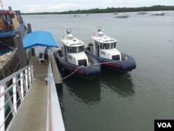 Speed boats belonging to the Philippines' National Police Special Boat Unit sitting in harbor, Palawan, Philippines, Sept. 3, 2014. (Jason Strother/VOA)