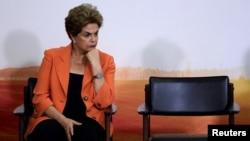 Dilma Rousseff, Presidente suspensa do Brasil, por impeachment votado a 12 de Maio pelo Senado. Na foto está no Palácio do Planalto em Brasília