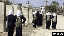 Walking to school in Beitlahia, northern Gaza strip (photo: UNICEF)