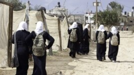 Walking to school in Beitlahia, northern Gaza strip (photo: UNICEF)