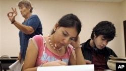 Students at the University of Texas-Southmost College work on a writing assignment in an English as a Second Language class in 2006.