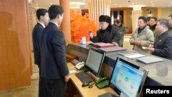 북한의 김정은 국방위 제1위원장이 최근 개장한 마식령 스키장 시설을 현지 시찰했다고 지난달 31일 조선중앙통신이 보도했다.