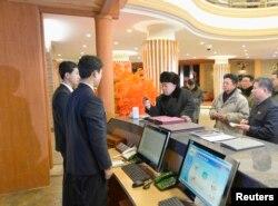지난 2013년 12월 북한 김정은 국무위원장이 새로 개장한 마식령 스키장을 방문했다고 관영 조선중앙통신이 보도했다.