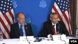 کنفرانس مطبوعاتی مشاور بارک اوباما و سفیر امریکا در افغانستان