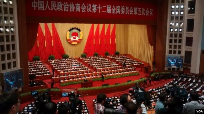 2017年3月3日下午三点,中国人民政治协商会议12届5次大会在北京人民大会堂开幕(艾伦拍摄)。中国两会代表中有不少富人。