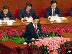 最高人民法院院长王胜俊作报告