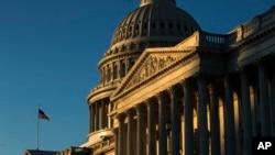 资料照:朝阳中的美国国会山