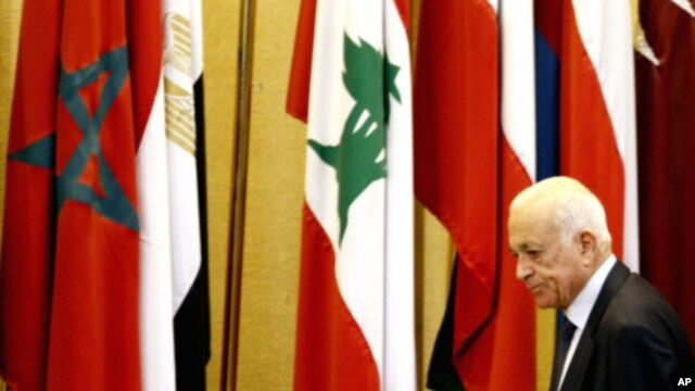 Arab League chief Nabil Elaraby attends the body's meeting at its headquarters in Cairo, August 27, 2011