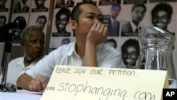 Seorang aktivis melakukan unjuk rasa menentang hukuman mati di Singapura (foto: dok).