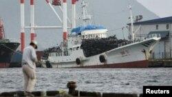 지난 2006년 10월 일본의 교토 서부 마이즈루 항에 정박해 있는 북한 선박. (자료사진)