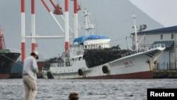 지난 2006년 10월 일본 교토 서부 마이즈루 항에 정박해 있는 북한 선박. (자료사진)