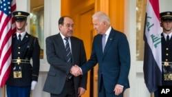 Potpredsednik Džo Bajden pozdravlja iračkog premijera Nurija al Malikija u svojoj rezidenciji