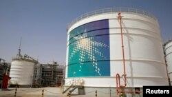 沙特阿拉伯石油产区的储油设备(资料图片)