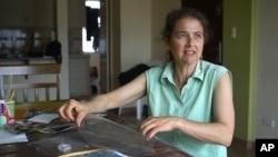 Lori Berenson di rumahnya di Lima, Peru saat masih menjalani hukuman tahanan rumah (foto: dok).