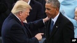 美国总统川普和前总统奥巴马在川普总统就职典礼上(2017年1月20日)