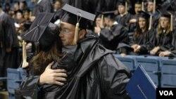 Mahasiswa di Amerika kini lebih tertarik pada jurusan ilmu sains, teknik dan matematika karena bisa menghasilkan lebih banyak uang dibandingkan humaniora (foto: dok).