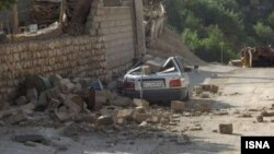 伊朗西部靠近伊拉克邊界地區發生強烈地震,汽車收到破壞。
