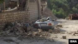 18일 이란 서부 일람 주에서 규모 6.1 지진이 발생했다. 사진은 지진으로 파괴된 집과 자동차.