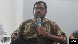 Koordinator Komisi untuk Orang Hilang dan korban Tindak Kekerasan (KontraS) Haris Azhar (VOA/Andylala).