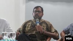Koordinator Komisi untuk Orang Hilang dan korban Tindak Kekerasan (KontraS) Haris Azhar. (VOA/Andylala)