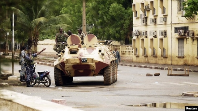 Malian military junta troops who carried out a coup in March guard a street after renewed fighting in the capital Bamako, May 1, 2012.