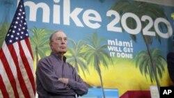 Miliarder Mike Bloomberg di kawasan Little Havana, Miami, 3 Maret 2020. (AP Photo/Brynn Anderson). Mike mundur dari perebutan nominasi capres partai Demokrat AS.