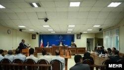 عکس آرشیوی از دادگاه ویژه اقتصادی برای برخورد با جرایم سکه و ارز، محاکمه سلطان سکه وحید مظلومین