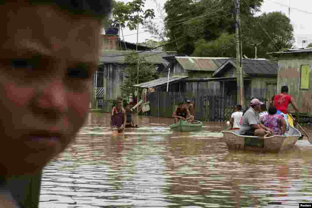 ریو شہر کے قریب ہی واقع دریا میں تغیانی کے باعث پانی کئی علاقوں میں گھس گیا۔
