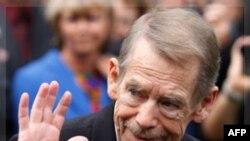 Ông Havel là vị Tổng Thống dân cử đầu tiên của Cộng hòa Séc, được bầu lên một cách dân chủ sau cuộc 'Cách mạng Nhung'