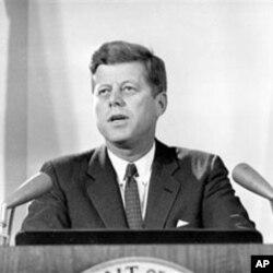 肯尼迪总统向全国报告古巴导弹危机