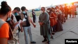 Công dân Afghanistan di tản từ Kabul đến Căn cứ Không quân Torrejon ở Torrejon de Ardoz, bên ngoài Madrid, Tây Ban Nha, ngày 20 tháng 8, 2021.