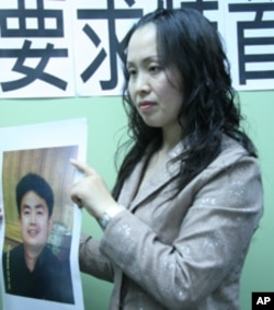 张月卫向香港特首讨回女儿的父亲