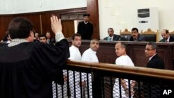 아랍권 방송 알자지라 소속 기자 3명이 지나 3월 이집트 법원에서 재판을 받고 있다. 법원은 23일 기자들에게 징역 7년형을 선고했다.