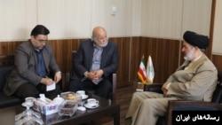 دیدار یحیی قواسمی با رئیس کتابخانه مجلس ایران، بهار سال ۹۷ (عکس: وبسایت کتابخانه مجلس ایران)