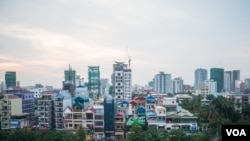 The overview shows a construction boom of new condominiums and apartment buildings in Phnom Penh, Cambodia, Thursday, December 15, 2016. (Khan Sokummono/VOA Khmer)
