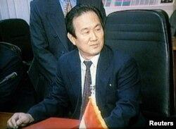 지난 1997년 미국으로 망명한 장승길 전 이집트주재 북한대사가 망명 전 카이로에서 열린 한 회의에 참석했다. (자료사진)