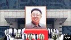 Severnokoreanci žale za preminulim liderom Kim Džong-Ilom
