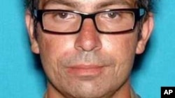 Nghi can Montano từng bị bắt giữ hồi năm 2004 về cáo trạng hành hung người khác, Montano đã bị buộc phải vào một bệnh viện tâm thần để điều trị hai lần trong cùng năm, và hai lần trong năm 2007.