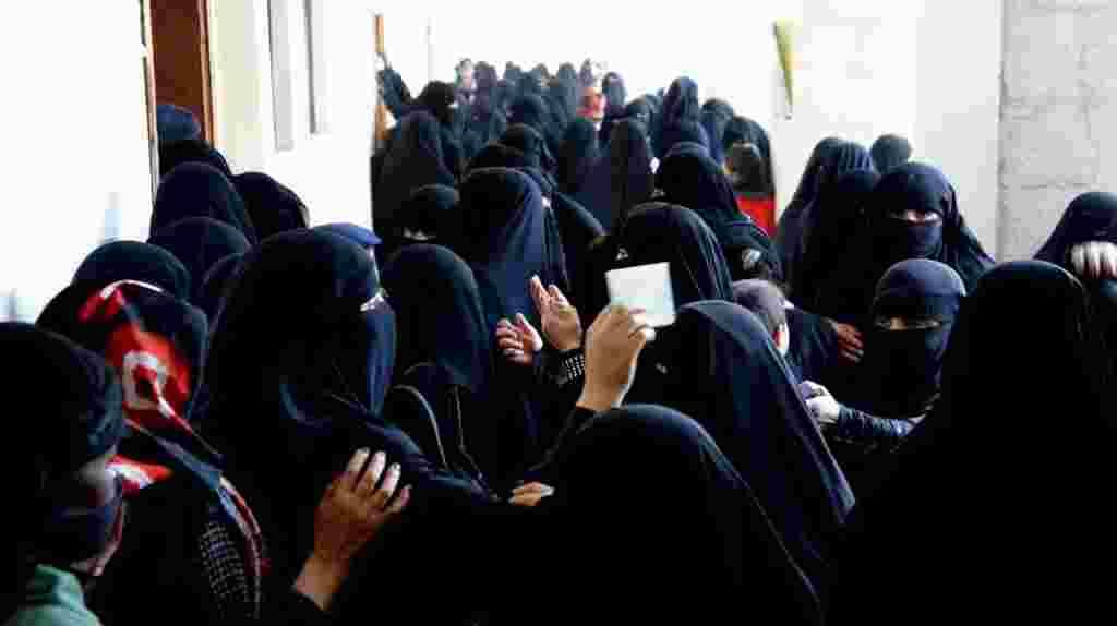 En Yemen, las mujeres votaron para terminar con el régimen y dar el primer paso de lo que se espera sea una larga transición. Febrero, 21, 2012.