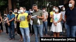 7 Eylül 2021 - Eğitim-Sen Diyarbakır Şubeleri üyeleri, yüz yüze eğitim döneminin başlamasıyla eş zamanlı olarak bazı okullarda tadilata geçilmesine tepki gösterdi