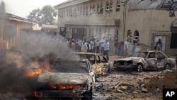 На месте взрыва заминированного автомобиля у здания церкви