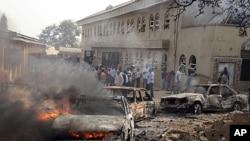 ເຫດການລະເບີດບັ້ນນຶ່ງ ໄກ້ເມືອງຫລວງ Abuja ຂອງໄນຈີເຣຍ ທີ່ຖິ້ມ ໂທດໃສ່ກຸ່ມຫົວຮຸນແຮງອີສລາມນິກາຍ Boko Haram