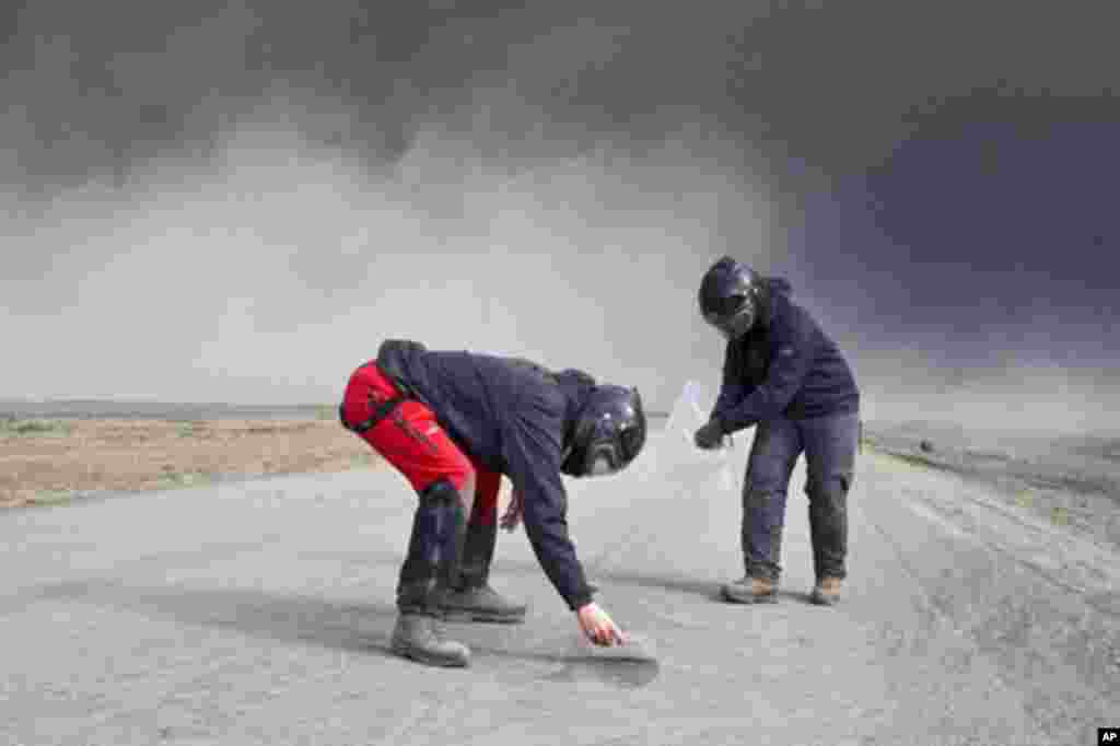 Volcanic scientists collect samples of ash to send to labs to analyze its content, in eastern Iceland, 15 Apr 2010