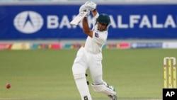 دبئی ٹیسٹ: پاکستان کی بیٹنگ جاری