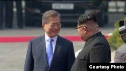 南韓總統文在寅和北韓最高領導人金正恩2018年4月27日在板門店會面。