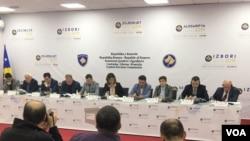 Centralna izborna komisija Kosova objavljuje zvanične rezultate parlamentarnih izbora održanih 6. oktobra (Foto: VOA)