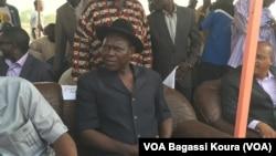 Le maire de Moundou, 2e ville du pays assis sous un hangar lors d'un meeting de campagne à la place Fest Africa, N'djamena, 6 avril 2016
